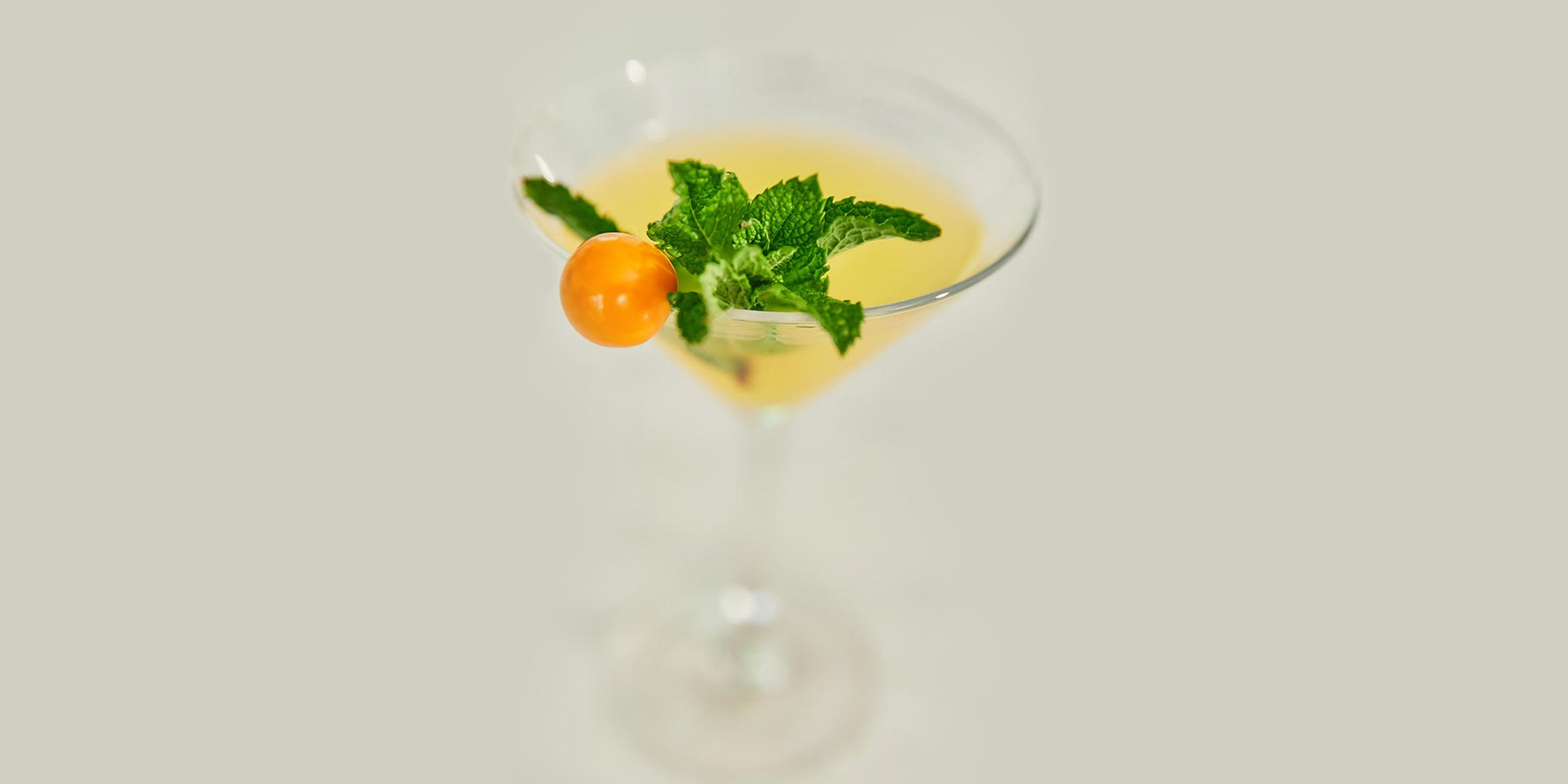Gin golden berry cocktail recipe